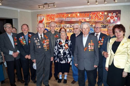Ветераны в музее 2 a